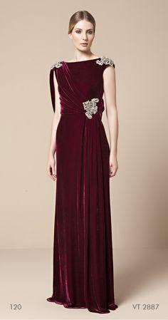 vestido longo bordô em veludo, com detalhes bordados Mabel Magalhães