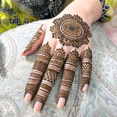 Eid mehndi inspo for you guys! Now Taking – Henna Bloq Pretty Henna Designs, Finger Henna Designs, Basic Mehndi Designs, Henna Tattoo Designs Simple, Henna Art Designs, Mehndi Designs For Beginners, Mehndi Design Photos, Wedding Mehndi Designs, Mehndi Designs For Fingers