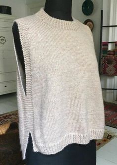 Loose vest with slits - susanne-gustaf . Knitting Patterns Free, Knit Patterns, Free Knitting, Laine Katia, Knit Vest Pattern, Knitting For Beginners, Knit Fashion, Knitting Projects, Knitting Ideas