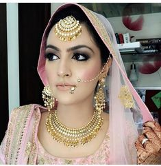 48 Ideas Indian Bridal Jewelry Pearls Simple For 2019 Indian Wedding Jewelry, Indian Bridal Wear, Indian Wedding Outfits, Bride Indian, Indian Outfits, Nath Bridal, Bridal Nose Ring, Bridal Necklace, Bridal Jewelry