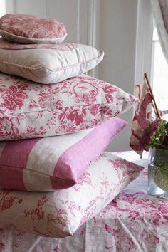 Cabbages & Roses | Metervara Constance Raspberry Linnetyg | Matilde & Co | Handla online