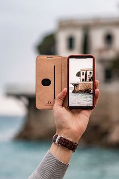 Exude elegance and unique style everywhere you go with our Mahogany Brown vintage bovine case for your iPhone. Better still, pair it with our Mahogany Brown leather band for your Apple Watch! Leather Accessories, Tech Accessories, Vintage Groom, Vintage Cars, Apple Watch Fashion, Apple Watch Leather, Vintage Iphone Cases, Preppy Mens Fashion, Watches Photography