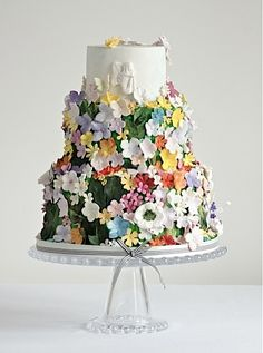 Gorgeous floral wedding cake from Cakes by Krishanthi #wedding #cake #pretty