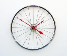 Relógio com rodas de bicicletas