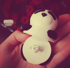 This is how I want Grayson Dolan to propose to me because I love him and pandas Panda Ring, Niedlicher Panda, Panda Bears, Panda Mignon, Panda Wallpapers, Iphone Wallpapers, Diamond Wedding Rings, Dream Wedding, Cute Animals