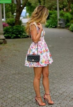A floral dress for a casual day-time type clothes style outfits summer summer outfits Moda Floral, Look Fashion, Womens Fashion, Floral Fashion, Fashion Styles, Street Fashion, Trendy Fashion, Fashion Fashion, Fashion Models