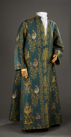 Robe d'intérieur d'homme ou banyan provenant de la garde-robe de Jacques de Vaucanson, milieu du XVIIIe siècle Vêtement ample à manches longues et petit col droit taillé dans un lampas fond gros de...