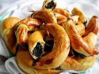 Ingrediente aluat: 600 g faina, 120 g unt, 120 g untura, ml lapte, 30 g . Hungarian Desserts, Romanian Desserts, Romanian Food, Hungarian Recipes, Pudding Cookies, Cake Cookies, Sweets Recipes, Baking Recipes, Thing 1