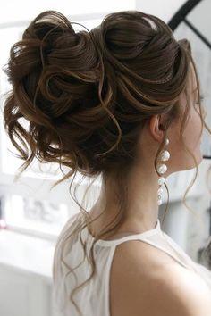 36 Elegant Wedding Hairstyles For Gentle Brides ❤ elegant wedding hairstyles curly high updo with loose curls juliafratichelli.bridalstylist festa 30 Elegant Wedding Hairstyles For Gentle Brides Classy Hairstyles, Bride Hairstyles, Headband Hairstyles, Elegant Wedding Hairstyles, Beach Hairstyles, Curled Updo Hairstyles, Men's Hairstyle, Wedding Hair Inspiration, Wedding Hair And Makeup