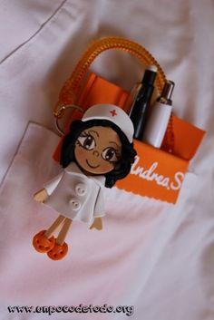 www.unpocodetodo.org - Salvabolsillos de múltiples colores - Salvabolsillos - Broches - Goma eva - crafts - custom - customized - enfermera - enfermeria - foami - foamy - manualidades - nurse - portabolis - 18