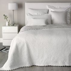 Brittany Collection - White/Grey from The White Company White Bedroom Furniture, Home Decor Bedroom, Bedroom Ideas, White Quilt Bedding, Grey And White Bedding, White Bedspreads, The White Company, White Decor, Bedrooms