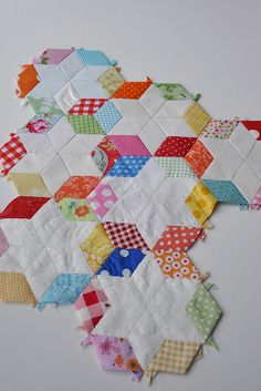 Hexagon Stars on Pleasant Home blog. I'll have to make this...maybe a pillow case or something smaller. love the look of the white inside the color.