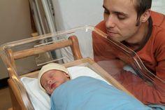 Por que os hospitais restringem o acesso de homens à UTI neonatal