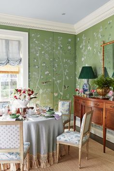 wallpapered dining room with jib door Dining Room Curtains, Dining Chairs, Dining Rooms, Green Dining Room, Architecture Classique, Pastel Room, Chinoiserie Wallpaper, De Gournay Wallpaper, Georgian Homes