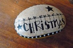 Christmas pebble by Sabine Ostermann www.facebook.com/pebblesofportugal