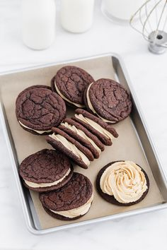 These extra decadent chocolate salted caramel sandwich cookies are a bit over the top in all the best ways. Rich chocolate and dreamy salted caramel is a match made in cookie heaven! Desserts With Chocolate Chips, Hot Chocolate Fudge, Chocolate Chip Cookies, Decadent Chocolate, Chocolate Ganache, Chocolate Recipes, Fun Baking Recipes, Fudge Recipes, Sweet Recipes