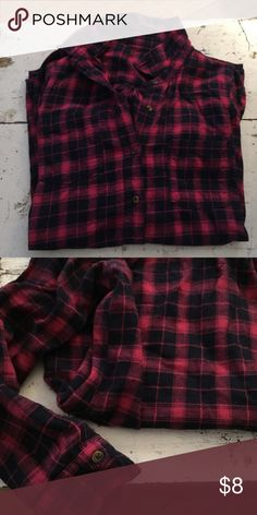 Red / Navy Flannel This flannel is soooo soft and comfortable! Really nice fit, longer in front and back. Let me know if you want to see modeled. Ships same day of purchase 🌟 20% discount on bundle of 3 or more items! Lucky Brand Tops Button Down Shirts