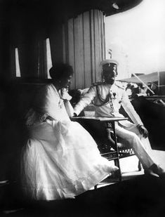 Alix H with husband Familia Romanov, Alexandra Feodorovna, Princess Alice, Tsar Nicholas Ii, Imperial Russia, Vintage Photographs, Royalty, Victoria, Princesses