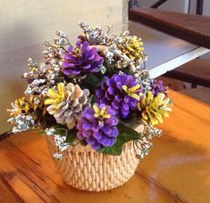 Basket of Pine cone flowers by Cathy Nyman - Salvabrani Nature Crafts, Fall Crafts, Crafts To Make, Christmas Crafts, Crafts For Kids, Diy Crafts, Christmas Christmas, Paper Crafts, Pine Cone Art