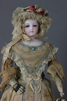 Antique French Fashion Dołl.
