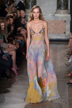 Emilio Pucci at Milan Fashion Week Spring 2015 - Runway Photos Haute Couture Style, Couture Mode, Couture Fashion, Runway Fashion, High Fashion, Fashion Show, Fashion Outfits, Fashion Design, Milan Fashion