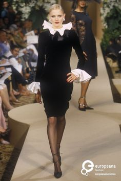 Yves Saint Laurent, Autumn-Winter 2000, Couture back to big round collars and ruffled sleeves(medieval style)