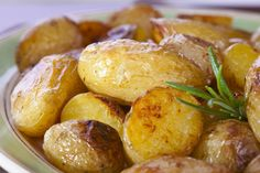 Roasted Fingerling Potatoes with Garlic and White Truffle Oil