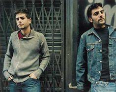 Estopa, dúo español de música creado en 1999, formado por los hermanos David y José Manuel Muñoz Calvo.