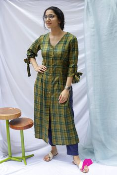 Kurti Sleeves Design, Sleeves Designs For Dresses, Kurti Neck Designs, Kurta Designs Women, Dress Neck Designs, Kurti Designs Party Wear, Blouse Designs, Kurtha Designs, Simple Kurta Designs