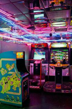 "Sleazeburger: "" family arcade in la "" retro arcade, neon lights photography, city Neon Aesthetic, Aesthetic Vintage, Photo Wall Collage, Picture Wall, Vaporwave, Photowall Ideas, San Junipero, Neon Licht, Photocollage"