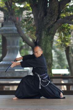 Coolest old man in the world practicing Iaido at Yasukuni Shrine in Tokyo. Photo by Tokyobling. #Japanese