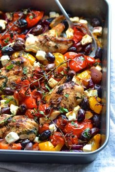 Greek Chicken Traybake-A super easy traybake packed with roasted peppers, tomatoes, olives, red onion and chicken. Comida Keto, Comida Latina, Cooking Recipes, Healthy Recipes, Cooking Games, Cooking Classes, Mediterranean Diet Recipes, Mediterranean Chicken Bake, Popular Recipes