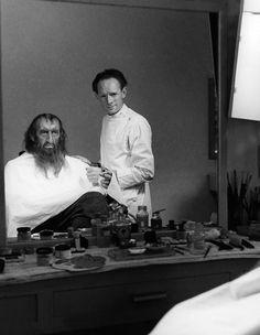 Stuart Freeborn applying make-up to Alec Guinness for Oliver Twist