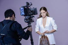 Exclusivinha do making of da campanha de Verão 2015 da Arezzo, com a atriz Leandra Leal. Lindas descoladas e fashionistas curitibanas, aguar...
