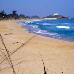 Playa Caza y Pesca (Al fondo-Faro de Arecibo) Arecibo PR
