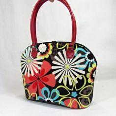 glorie-barevná+květena+ušila+jsem+pro+vás+dnes+kabelku+ke+každodenímu+nošení+ale+i+do+společnosti.+kabelka+je+prostorná+vejde+se+i+a4+kabelku+zdobí+krásná+koženková+ucha+v+červené+barvě+ušitá+z+krásné+bavlněné+látky+s+květy+a+černé+koženky+dno+pevně+vyztuženo+klíženkou+uvnitř+bavlněná+látka+na+jedné+straně+zipová+kapsa+,+na+druhé+dvě+různě+velké...