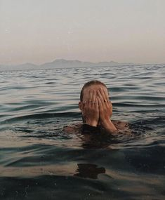 How to Take Good Beach Photos Summer Feeling, Summer Vibes, Summer Sunset, Summer Photos, Jolie Photo, Summer Aesthetic, Tumblr Girls, Aesthetic Pictures, Photography Poses