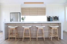 62 Ideas Wood Bench White Stools For 2019 Dark Wood Kitchen Cabinets, Dark Wood Kitchens, Home Kitchens, Cupboards, Kitchen Stools, New Kitchen, Kitchen Ideas, Grey Wood Furniture, White Stool