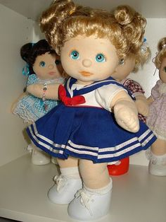 i had one of these instead of a cabbage patch kid mine was brunette with a yellow dress.