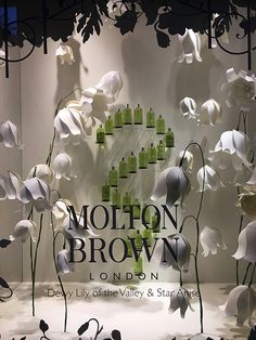 Saks Fifth Avenue May Jewelry Store Design, Clothing Store Design, Window Display Design, Shop Window Displays, Giant Paper Flowers, Big Flowers, Pet Store Display, Wedding Backdrop Design, Perfume Display
