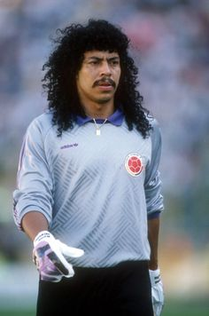 Rene Higuita - Millonarios, Atlético Nacional, Real Valladolid, Veracruz, Independiente, Medellín, Real Cartagena, Atlético Junior, Deportivo Pereira, Aucas, Bajo Cauca, Guaros, Leones, Colombia. Legends Football, Football Icon, Best Football Players, Good Soccer Players, Retro Football, World Football, Soccer World, Sport Football, Football Shirts