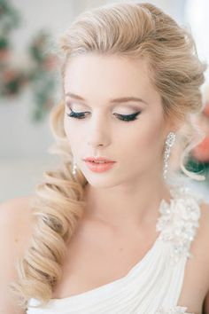 Wedding hairstyle with false hair strands collected to the side with subtle soft make-up
