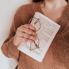 Happy Photography, Teen Girl Photography, Instagram Pose, Book Aesthetic, Coffee And Books, Aesthetic Backgrounds, Book Nerd, Bookstagram, Photo Book