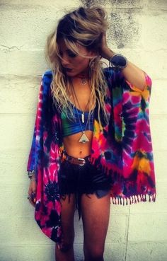 Tie Dye looks are perfect for festival outfits! Tie Dye looks are perfect for festival outfits! Look Festival, Festival Mode, Festival Wear, Festival Fashion, Rave Festival, Festival Makeup, Ethno Style, Hippie Style, My Style