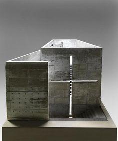 Tadao Ando (1941 - )  Maquette 1987 - 1989 Béton 95,5 x 223 x 101,5 cm Don de l'artiste, 2010 Numéro d'inventaire : AM 2010-2-687 ------------------------------------ Eglise de la lumière, Ibaraki kasugaoka kyokai, Ibaraki, Osaka, Japon Projet réalisé 1987-1989