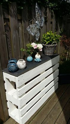 Andersrum zusammenschrauben und Regalbretter anbringen - Ellise M. - Awesome mason jar projects are available on our web pages. Take a look and you w… – Ellise M. B - dekor regal Diy Outdoor Furniture, Garden Furniture, Diy Furniture, Shed Furniture Ideas, Pallet Table Outdoor, Pallet Porch, Pallet Potting Bench, Wooden Pallet Furniture, Pallet Projects