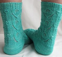 I would love to try to make these and Succeed!! Crosses fingers..pattern found over at knitty. :)