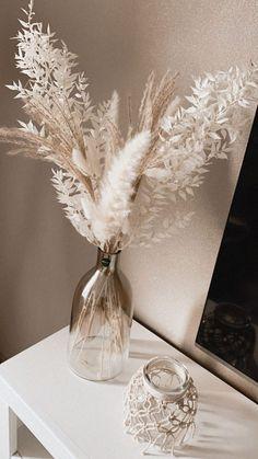 Dried Flower Arrangements, Dried Flowers, Vase Arrangements, Room Ideas Bedroom, Bedroom Decor, Grass Decor, Aesthetic Room Decor, Pampas Grass, Home Decor Inspiration