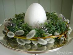 Easter nest with catkins - Ostern & Dekoration - Easter Art, Easter Crafts, Holiday Crafts, Holiday Decorations, Romantic Decorations, Easter Garden, Table Decorations, Easter Flowers, Spring Flowers