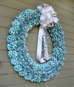 Another Bright Idea: Pine Cone Wreaths - A Tutorial - starts with real pinecones & wire wreath form. Spray paint when assembled! Pine Cone Art, Pine Cone Crafts, Wreath Crafts, Diy Wreath, Pine Cones, Wreath Ideas, Acorn Wreath, Pine Cone Decorations, Outdoor Christmas Decorations